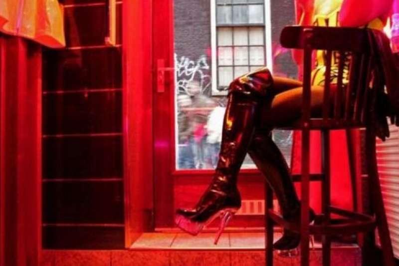 德國法醫說,自淫致死最常見的原因是窒息 ,其他常見的自淫死因是電擊,不過很難真正準確估計究竟有多少人死於這種方式……原因有很多。(BBC中文網)