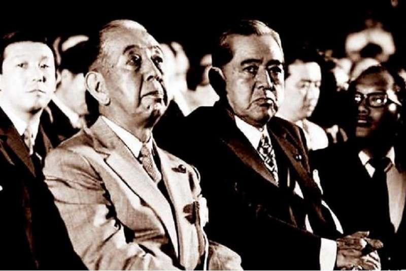 岸信介(左)與古藤榮作(右)(作者許劍虹提供)