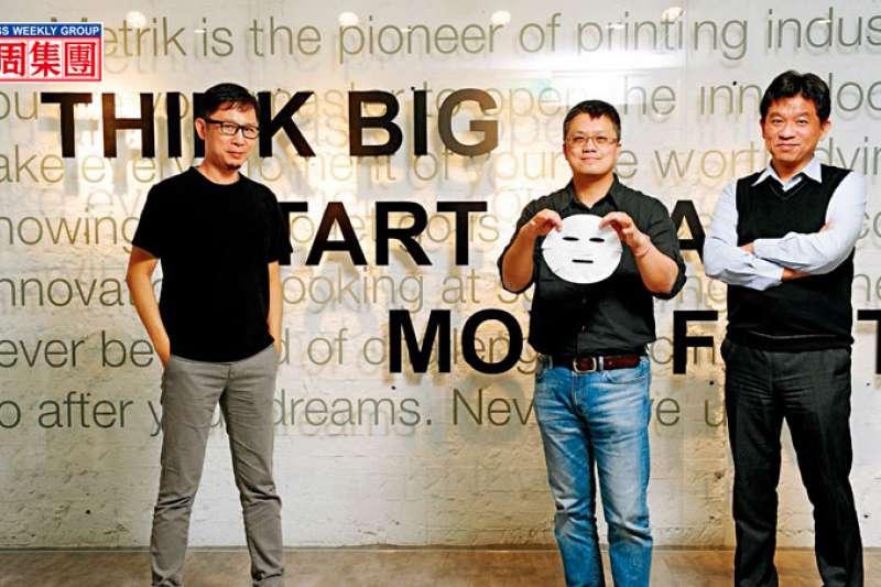 正美執行長魏任傑(右起)、拓金總座林璟宇與奇想創造董座謝榮雅,各自從技術、製造、設計角度出發,成為微電面膜進入市場的推手。(圖/商業周刊提供)
