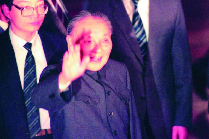 鄧小平以「和平」為統戰基調,但仍不鬆口放棄武力使用。(新新聞資料)