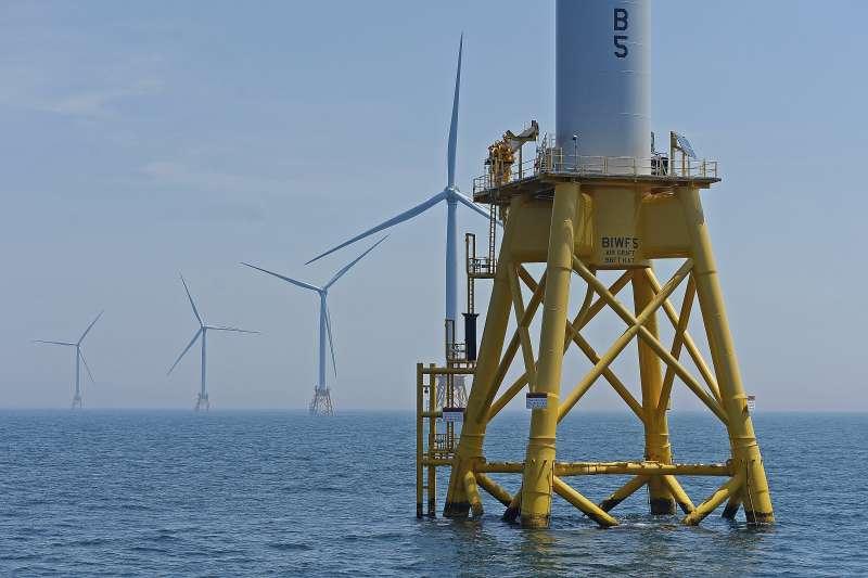 法國海洋科技新創群極海(Pôle Mer)跨足6大領域善用藍色能源,圖為離岸風電機組(資料照,AP)