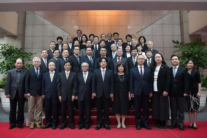 20190111-行政院長賴清德11日率領內閣總辭,與閣員合影 。(行政院提供)