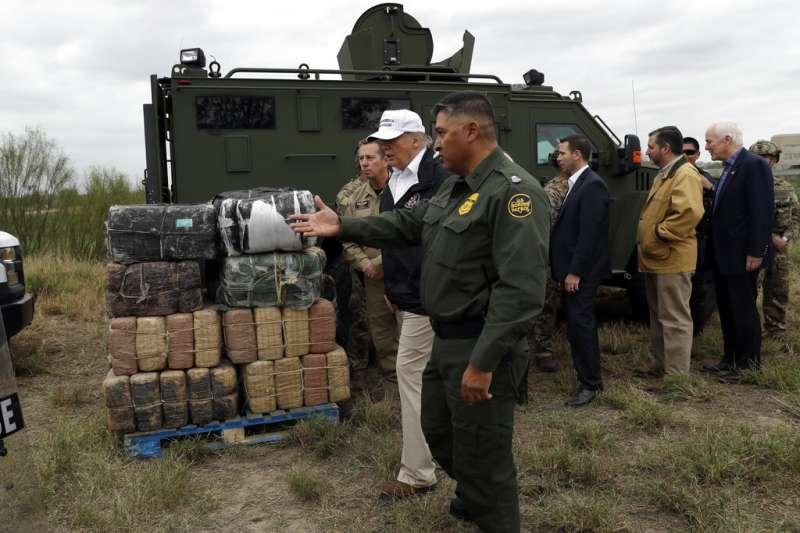 川普10日趕赴美墨邊境視察。(美聯社)
