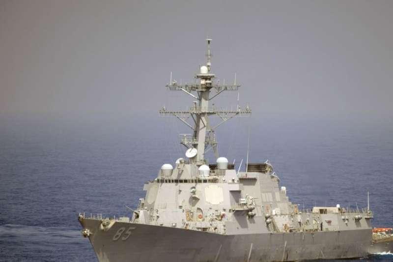 美軍飛彈驅逐艦麥康貝爾號(USS McCampbell)在西太平洋航行(美國海軍)