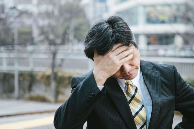 一般的疲勞原本是屬於正常的生理反應,而且通常只要經過一段時間的休息就可以獲得改善,但如果長時間出現疲倦感,怎麼睡都睡不飽,你可能罹患了「慢性疲勞症候群」。(圖/取自pakutaso)