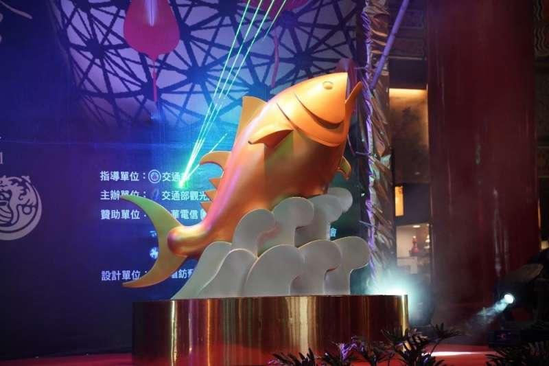 20190114-屏東縣舉辦「2019台灣燈會」,主燈「巨鮪來富」今於大鵬灣燈區進行安座儀式。(屏縣府提供)