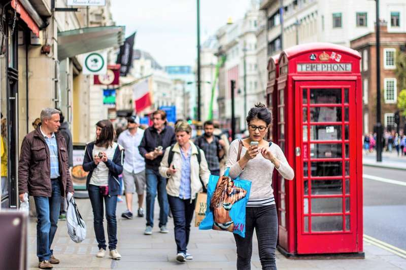 英國和美國雖然都說英語,但英國人愛使用消極攻擊(passive-aggressive)來嘲諷,而且「半數美國人聽不出來英國人其實在罵他們白痴」。(圖/ Kasya Shahovskaya@flickr)