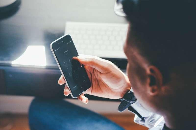 手機 面板 工作 通訊 資訊。示意圖。(取自Foundry@pixabay/CC0)