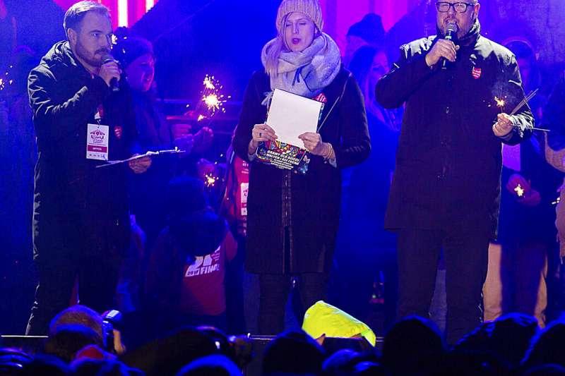 格但斯克市長阿達莫維奇(右)。(美聯社)