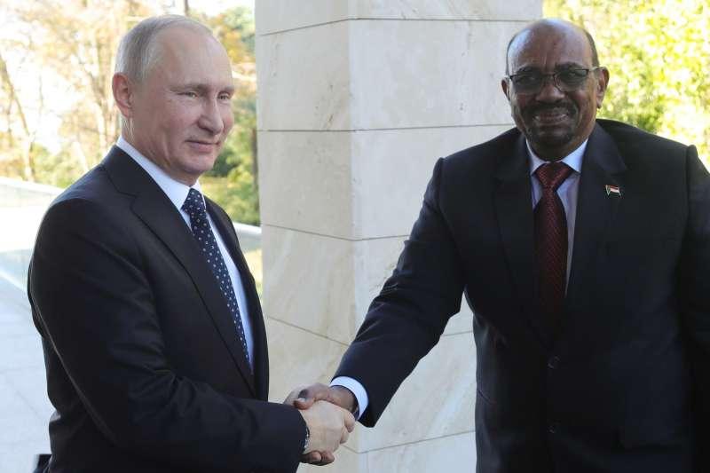 俄羅斯總統普京與蘇丹總統巴希爾(AP)