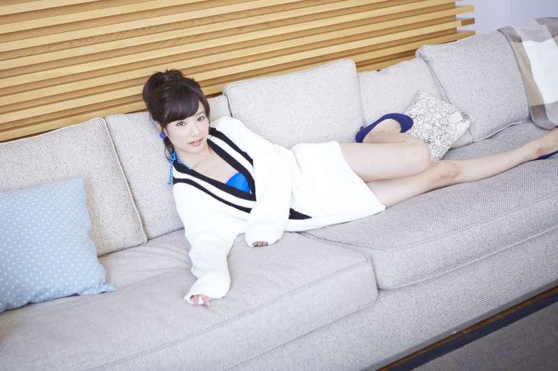 躺在沙發上原來有這麼多危害!(示意圖/mika-rika-free.jp)