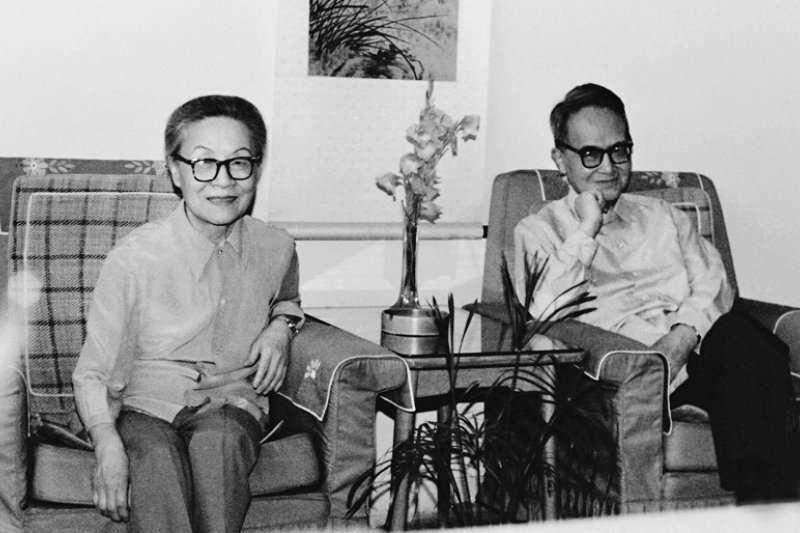 。圖為錢鍾書(右)與楊絳(左)。(時報出版提供)