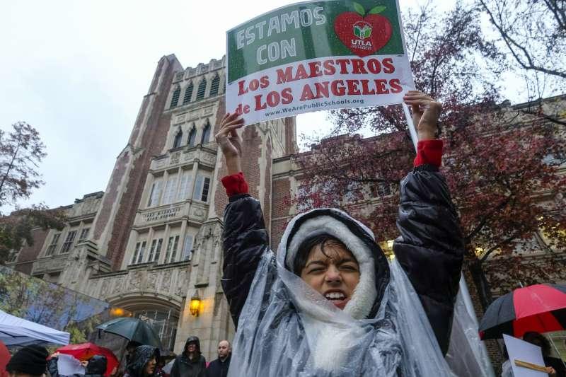 2019年1月14日,上萬人參與洛杉磯學區30年來首次教師罷工(AP)