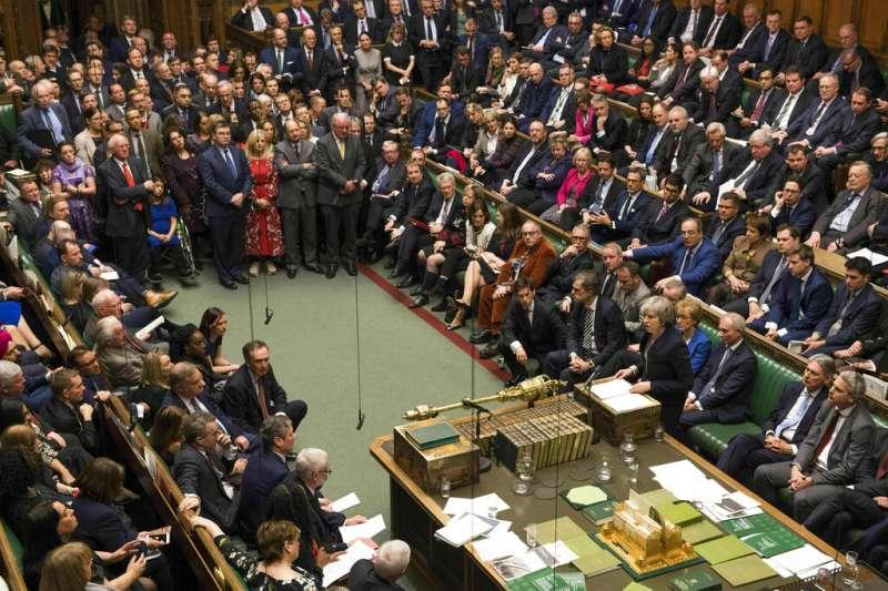 英國下議院16日將表決梅伊內閣的不信任案。(美聯社)