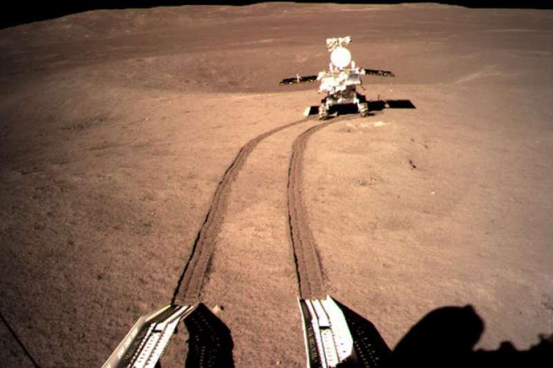 中國探月太空船嫦娥四號是首艘登陸月球背面的航空器。(翻攝自中國國家航天局官網)