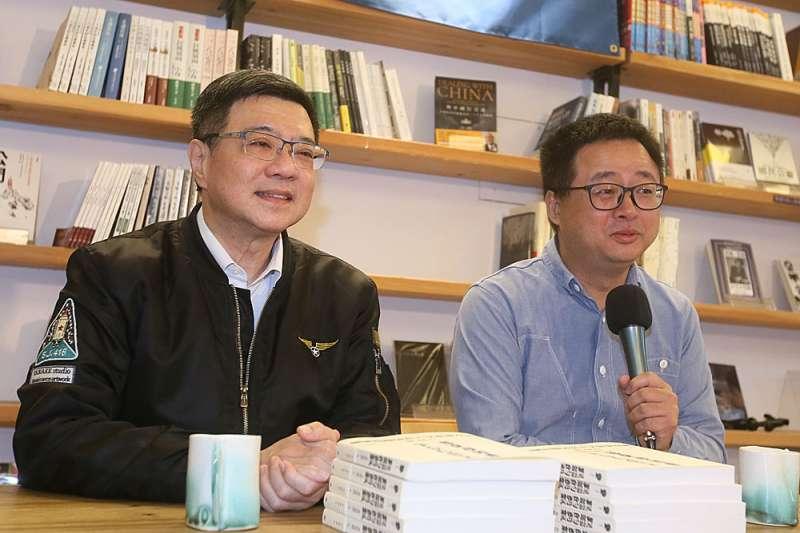 應卓榮泰(左)之邀,羅文嘉(右)重返政治江湖,以改變民進黨的品牌形象。(柯承惠攝)