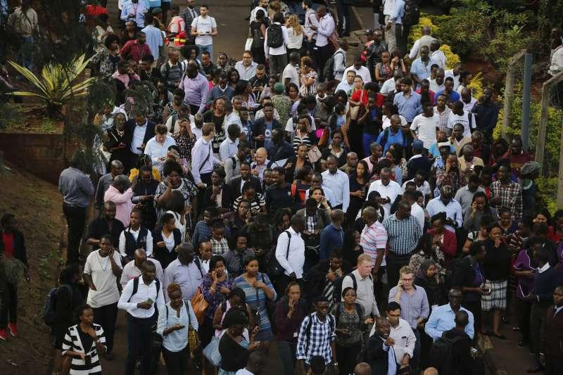 肯亞首都的「都喜酒店」附近,15日發生恐怖攻擊(AP)