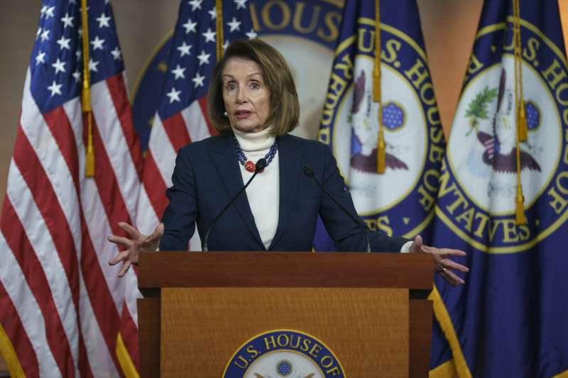 蓋牆預算始終談不攏,美國政府關門持續,眾院議長裴洛西推遲川普的國情咨文演說。(美聯社)
