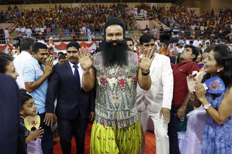 印度「閃亮亮上師」拉辛因謀殺記者與三名信徒遭判處無期徒刑。(美聯社)