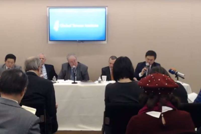 我國駐美代表處政治組組長趙怡翔(右一)17日現身華府智庫「全球台灣研究中心」(GTI)座談會,強調《台灣旅行法》通過後,能深化台灣和川普政府的關係。(取自Global Taiwan Institute臉書)