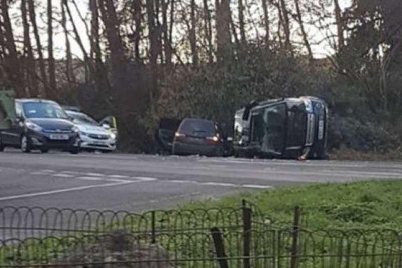 菲利普親王駕駛的路虎在車禍後發生了側翻。(BBC中文網)