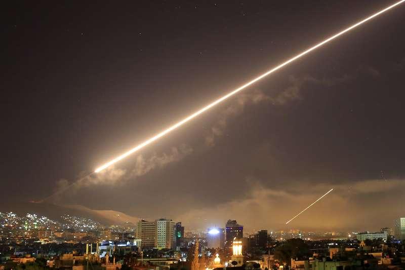 2018年4月14日,美軍以巡弋飛彈攻擊敘利亞首都大馬士革(AP)