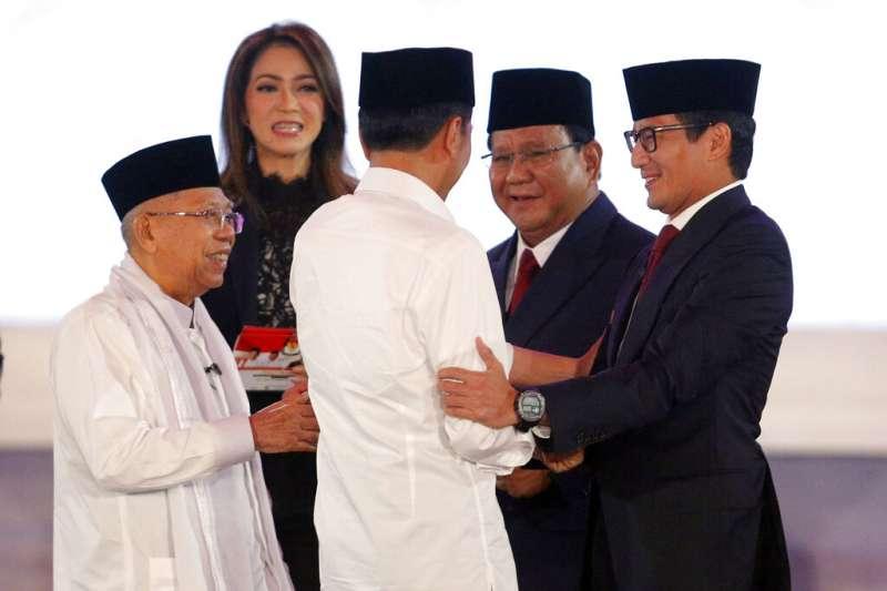 2019年1月17日晚間,印尼總統候選人電視辯論,由左至右為安明、佐科威、普拉波沃、桑迪阿加。(AP)