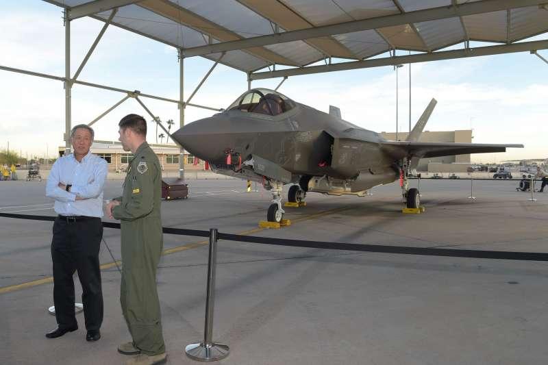 新加坡國防部長黃永宏在臉書宣布購買F-35戰機。