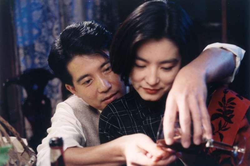 電影《滾滾紅塵》數位修復版將於3月8日上映。圖為飾演章能才的秦漢(左)與飾演沈韶華的林青霞(右)。(甲上娛樂提供)