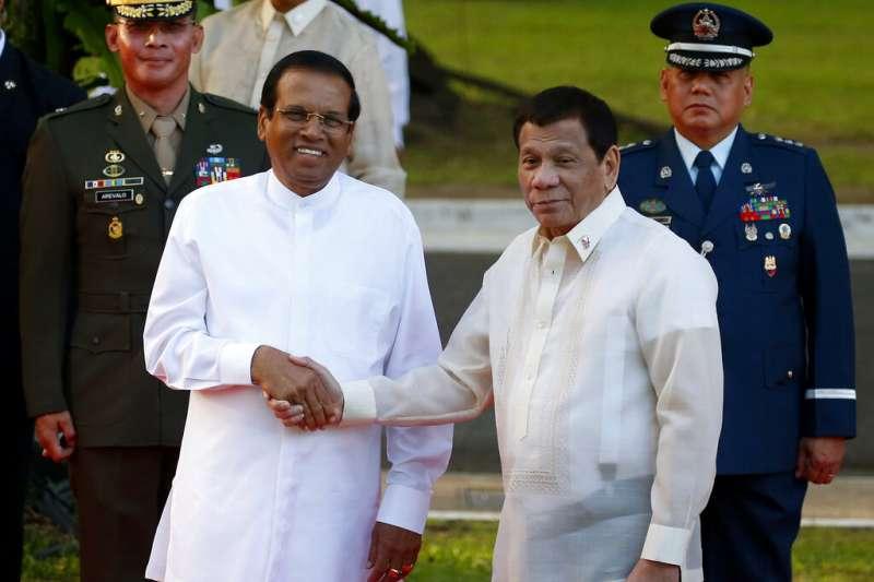 2019年1月16日,斯里蘭卡總統西里塞納出訪菲律賓,與菲律賓總統杜特蒂會晤。(AP)