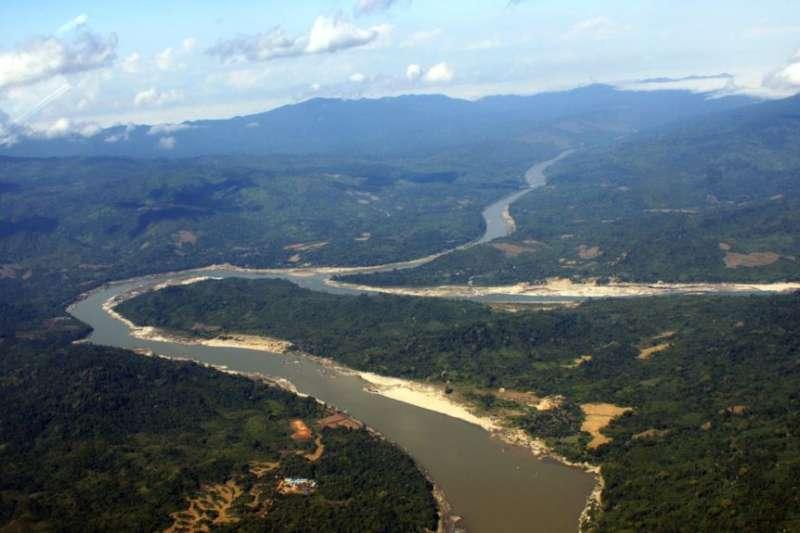 緬甸北部克欽邦的伊洛瓦底江。克欽邦的人和環保團體說密松水電站會損害伊洛瓦底江。(美聯社)