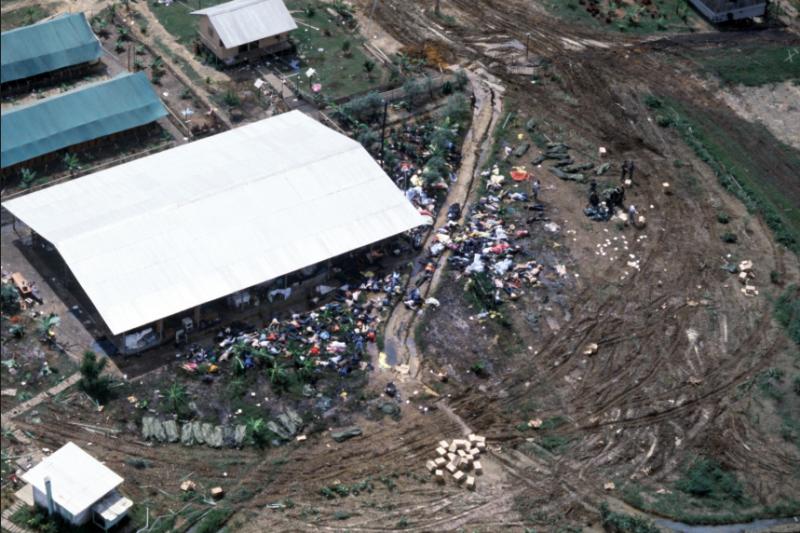 距今40年前,南美洲蓋亞那叢林深處的一個小鎮「瓊斯鎮」傳出908人集體自殺的新聞震驚社會,而一切的證據都指向了這個史上最兇殘的邪教......(圖/取自youtube)