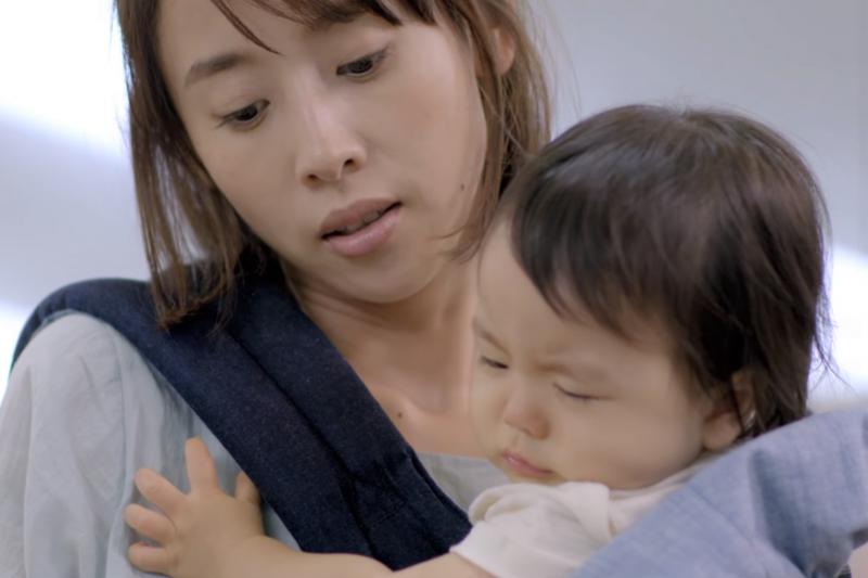 每個母親都要先好好安頓自己,才有能力聽見孩子的需求。(圖/取自youtube)