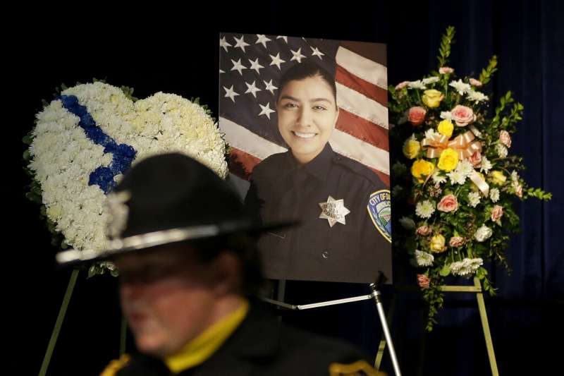 警察人生才剛起步的柯羅娜,在執勤未滿一個月就喪生槍口。(美聯社)
