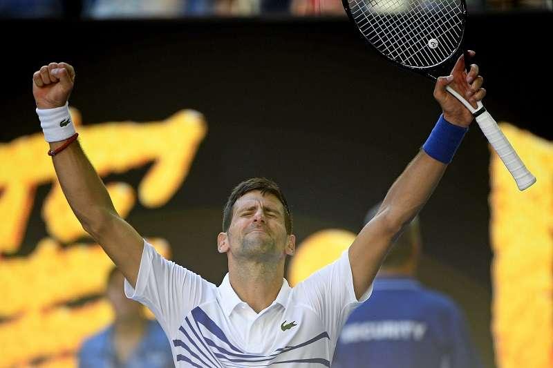 喬科維奇在澳網男單第三輪以6比3、6比4、4比6、6比0擊敗沙波瓦羅夫,成功晉級到16強。 (美聯社)