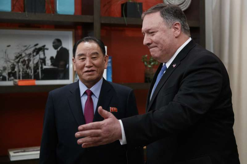 2019年1月,北韓(朝鮮)最高領導人金正恩特使、朝鮮勞動黨中央委員會副委員長金英哲訪問美國,會見國務卿龐畢歐(Mike Pompeo)(AP)