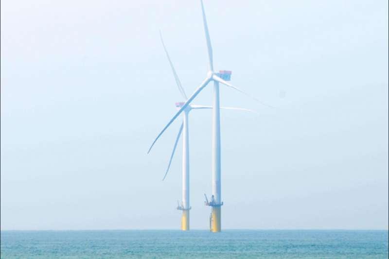 作者批評,台灣離岸風電產業現況就是「還不會走路,就要會跑步,飛,甚至還要超音速地飛的困境」。(資料照,行政院)