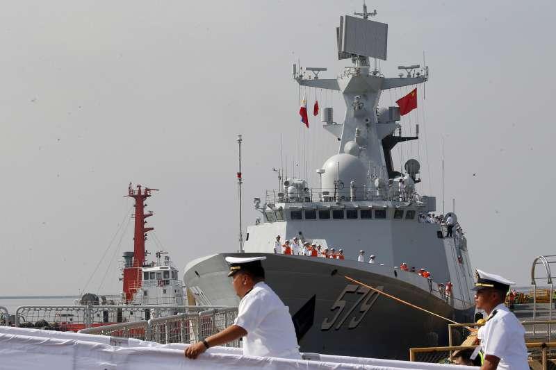 2019年1月17日,中共解放軍054A護衛艦停靠在菲律賓馬尼拉。(美聯社)