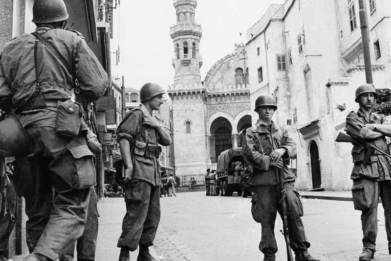1956年間派駐阿爾及利亞的法國士兵(AP)