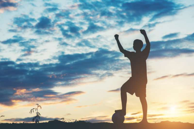 國泰世華銀行期望讓更多人關注臺東偏鄉學童的體育發展,更希望能藉此喚起國人對於臺灣足球的支持與鼓勵!「踢下去,就對了!」。(圖/國泰世華銀行提供)