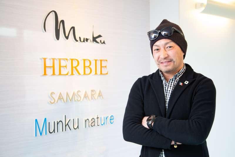 M&HS集團社長村山利憲希望透過綺麗製作所,傳遞日式的時尚美學精神。(圖/綺麗製作所提供)