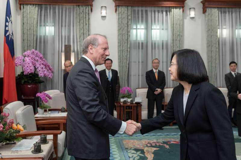 20190121-總統蔡英文今(21)日上午接見外賓時表示,台灣絕不會接受一國兩制,這是台灣共識。(取自總統府flickr)