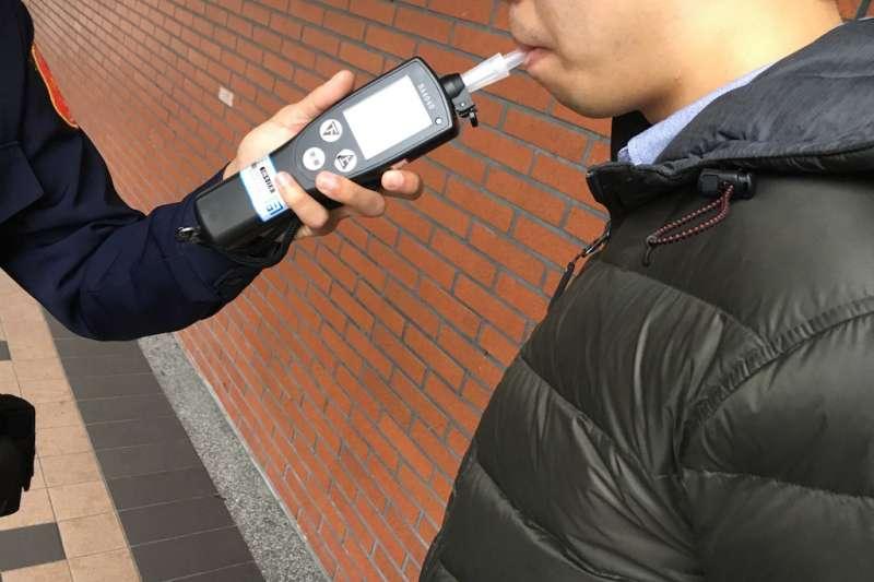因應武漢肺炎疫情,內政部長徐國勇宣布暫時取消全國性酒測,北市副市長黃珊珊則表示,「如果發生酒駕又撞死人,可是我們又取消了酒駕的監測,我覺得這也不是人民樂見的」。示意圖。(資料照,新北市政府交通局提供)
