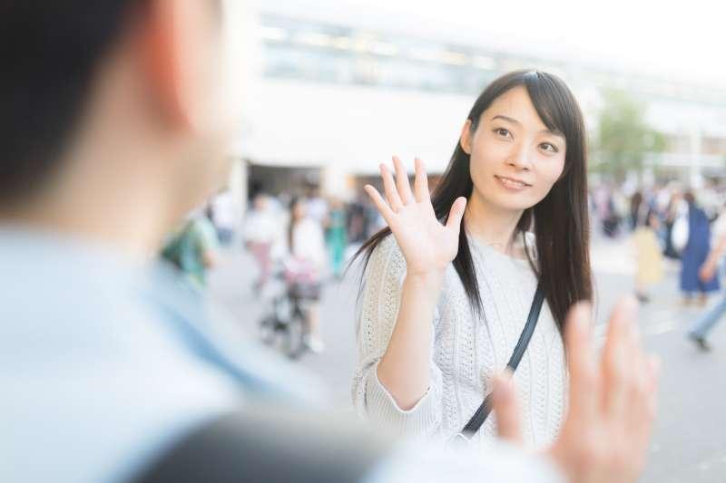 在請求或約見面時,第一要務就是要具體,不要讓對方覺得不知所云,此外,還應該注意自己的言行態度。(圖/取自pakutaso)