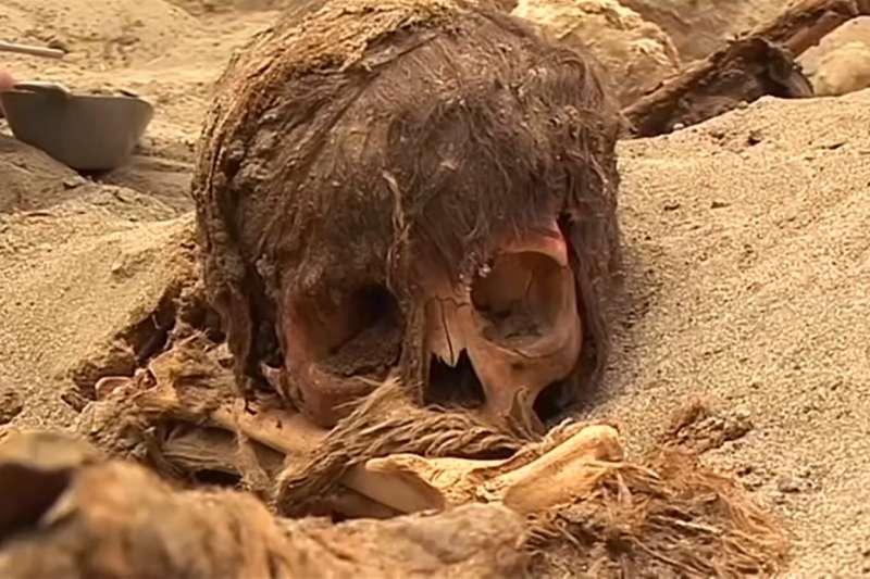多達269位孩童以及近500隻年幼的駱馬在獻祭後被埋葬。(圖片截至Youtube)