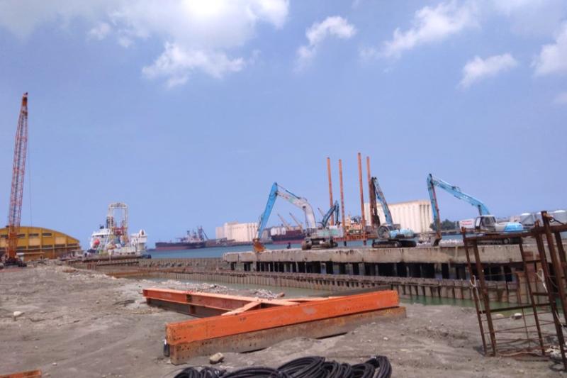 圖為施工改造中的台中港。(陳柏宇提供)