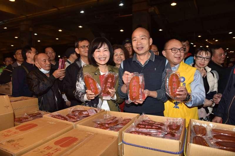 高雄市長韓國瑜24日清晨5時巡訪前鎮魚市場,慰勉魚市工作人員辛勞。(高雄市政府提供)