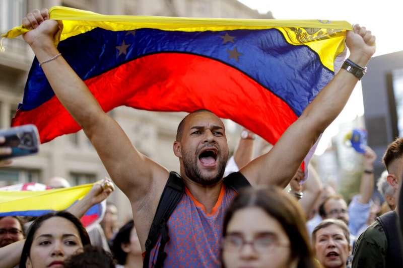 2019年1月,委內瑞拉反對派支持者再度走上街頭,要求馬杜洛總統下台(AP)