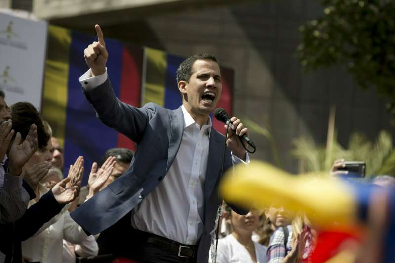 2019年1月23日,委內瑞拉全國代表大會(Asamblea Nacional)主席瓜伊多(Juan Guaidó)宣誓就任臨時總統(AP)