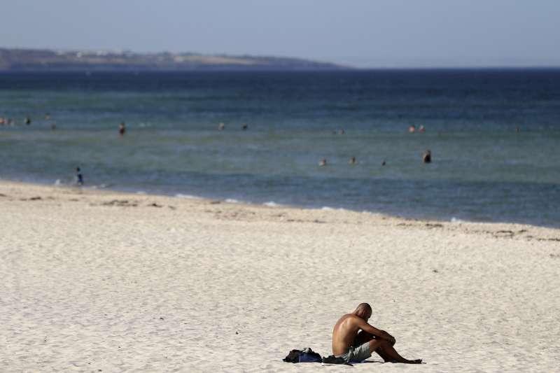 熱浪侵襲澳洲,南澳大利亞州首府阿得雷德出現46.6度高溫。(美聯社)